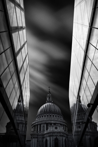 Picture of The St Paul's Cathedral in Reflection