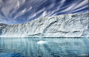 Picture of the end of a glacier in a greenland fjord